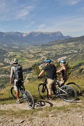VTT ELECTRIQUE autour du Queyras Hautes-Alpes Alpes idées séjours