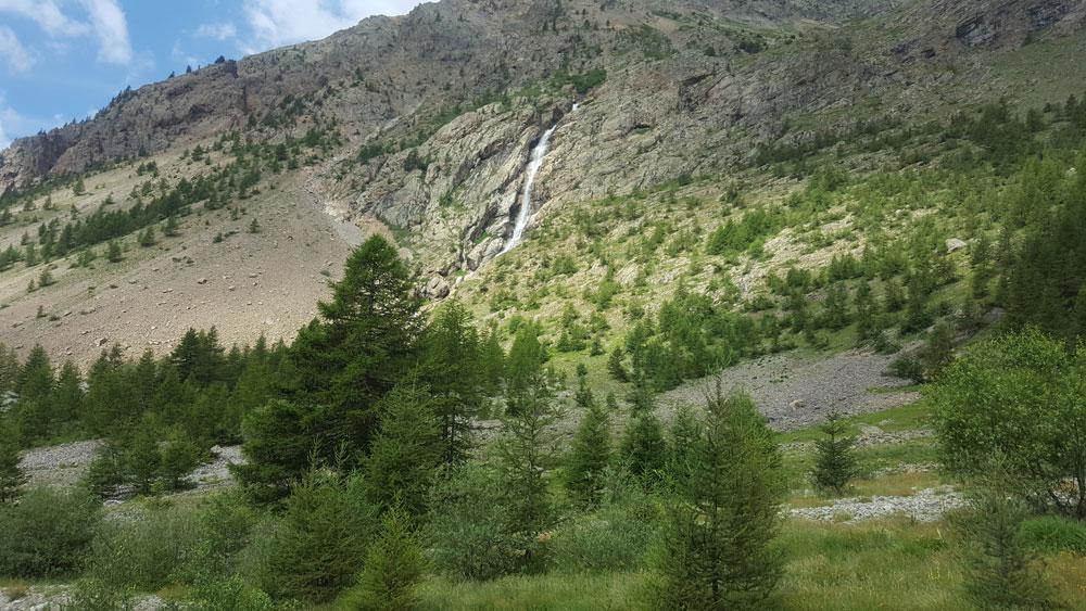 cascaderandonnée du lac de l'Eychada dans les Hautes-Alpes
