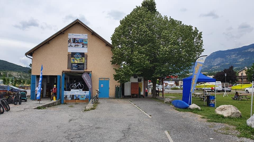 Alpes idées séjours sur le rond-point de Chorges