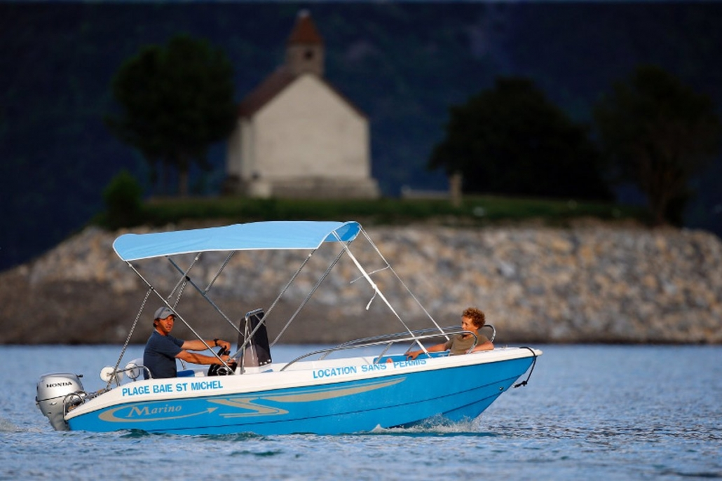 Location bateau sans permis 4 personnes lac de Serre-Ponçon