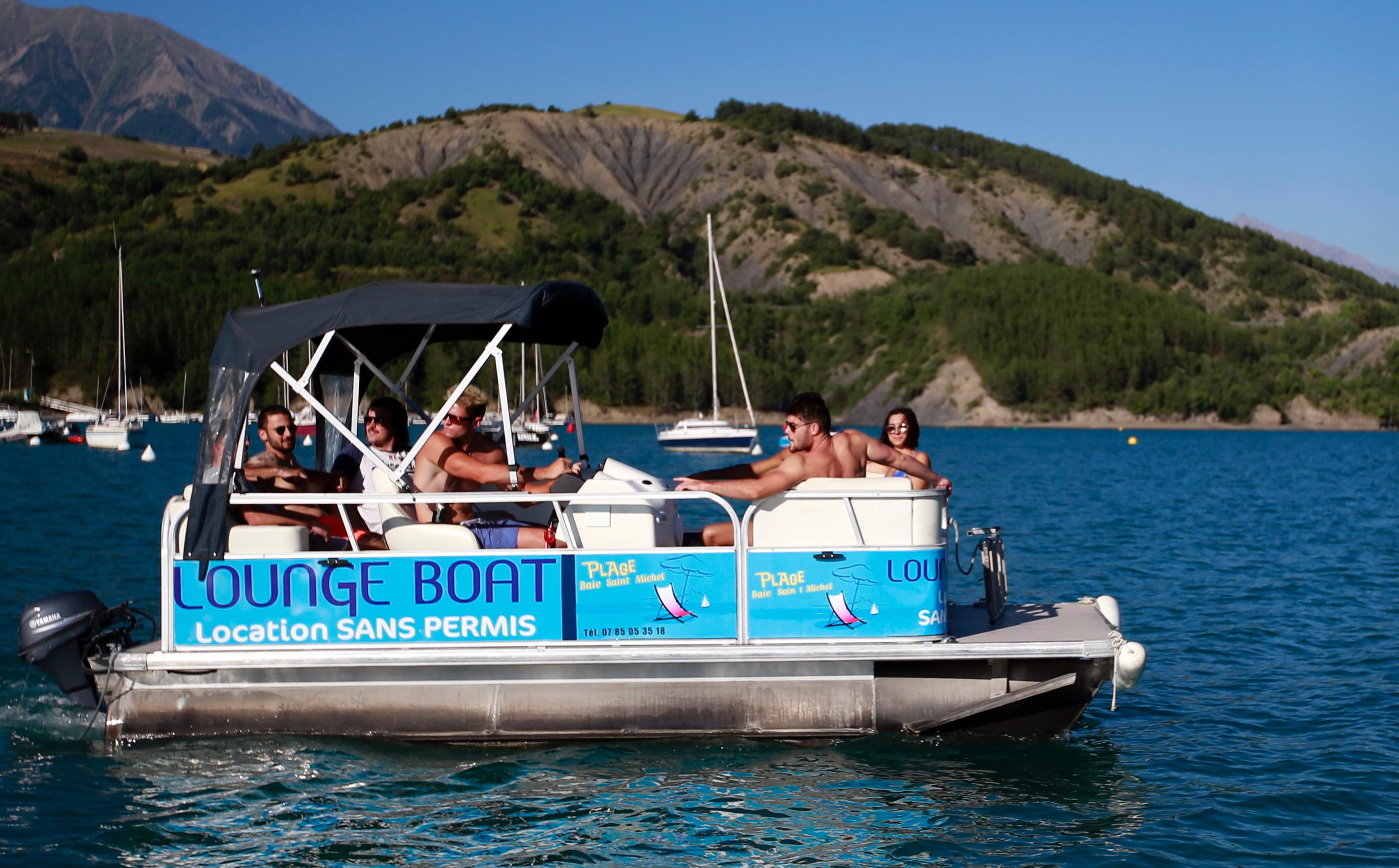 Location bateau sans permis 7 personnes lac de Serre-Ponçon accessible poussette et personne handicapée